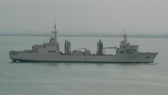 Imagen del buque de aprovisionamiento Cantabria.