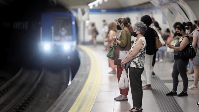 Metro de Madrid registró en junio la cifra más alta de viajes tras la crisis del Covid-19 con casi 38 millones