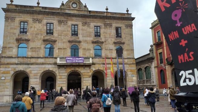 El Consejo de Asociaciones de Mujeres de Gijón convoca este lunes una concentración en apoyo a las dos mujeres violadas