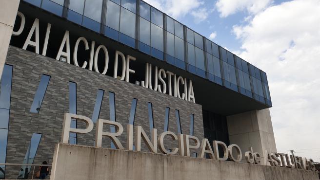 La jueza prorroga la detención judicial de los cuatro investigados por una supuesta agresión sexual en Gijón