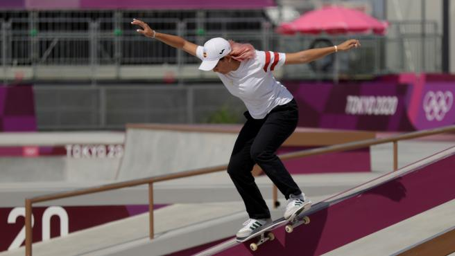 Andrea Benítez, durante su participación en la prueba de skate street de Tokio 2020