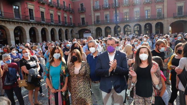 Centenares de personas se concentran en Gijón en apoyo a las dos mujeres agredidas sexualmente este fin de semana