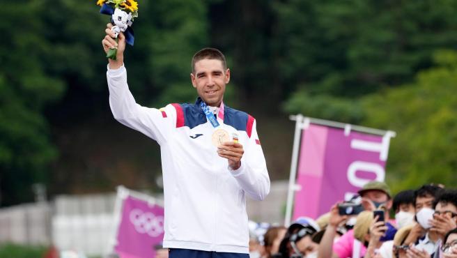 David Valero posa con su medalla de bronce en Mountain Bike.