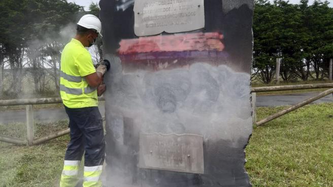 El Principado culmina la restauración del monumento de la memoria democrática de Arnao, en Castropol