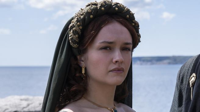 Olivia Cooke como la reina Alicent Hightower