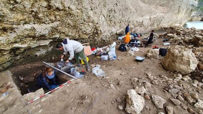 Trabajos arqueológicos en el abrigo de Peña Capón