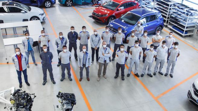 Finaliza la 9ª edición del Programa de Aprendices de Volkswagen Navarra con la graduación de 16 alumnos