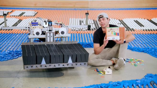 El exingeniero de la NASA ha construido su robot en 5 años.