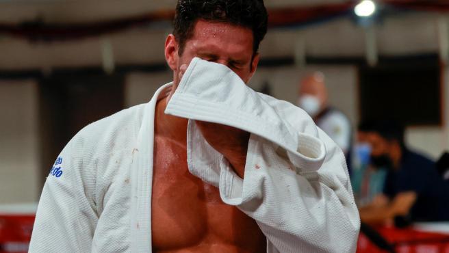 Niko Sherazadishvili rompió a llorar tras la derrota.