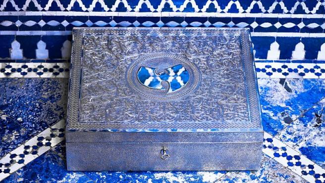 La elegante carcasa para el álbum de copia única de Wu-Tang Clan llamado 'Once Upon A Time In Shaolin'.