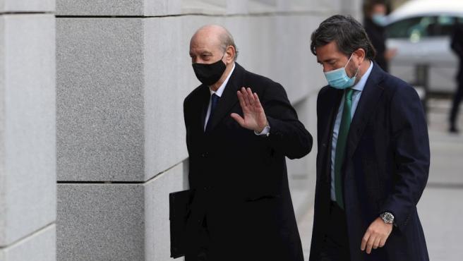 El juez de la Audiencia Nacional Manuel García Castellón ha resuelto en un auto conocido este jueves llevar a juicio a Jorge Fernández Díaz, ministro del Interior del primer Gobierno de Mariano Rajoy, y a los principales cargos de esa cúpula en Interior cuando se produjeron los hechos, entre 2013 y 2015.