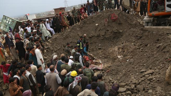 Labores de búsqueda en la provincia de Parwan tras las inundaciones provocadas por las lluvias.