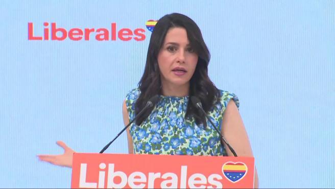 """Arrimadas dice que Sánchez """"se arrodilla ante el separatismo"""""""