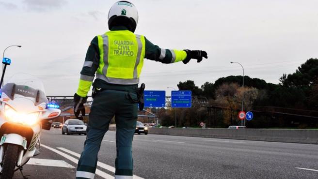 Imagen de archivo de un control de tráfico de la Guardia Civil.