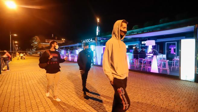 Las siete ciudades cierran el ocio nocturno y piden certificados covid en hostelería a partir de este sábado