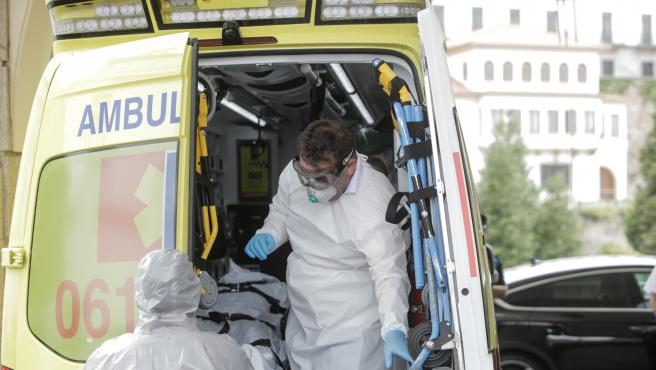 A Coruña  Un jugador del Fuenlabrada infectado de Covid-19 es trasladado en ambulancia al Hospital Quirón desde el Hotel NH Collection Finisterre  24/07/2020 Foto: M. Dylan/Europa Press