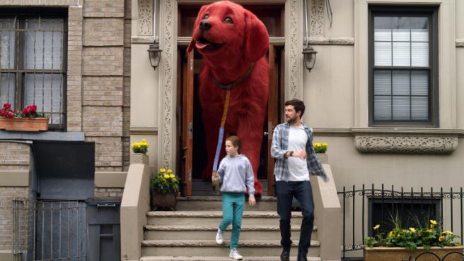 Fotograma de 'Clifford, el gran perro rojo'