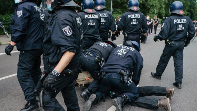 500 detenidos en Berlín en una manifestación no autorizada contra las medidas anticovid.