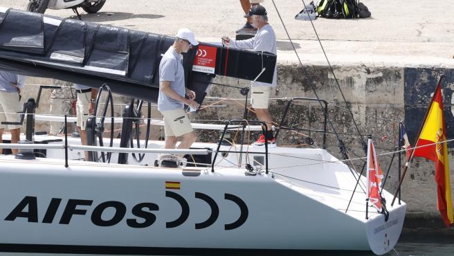 El Rey Felipe VI navegando en Mallorca este domingo.