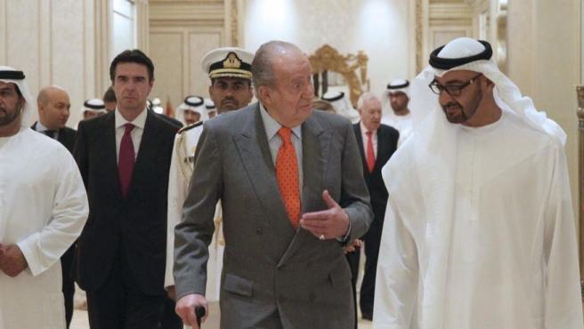 Imagen de archivo de Juan Carlos I y Mohamed bin Zayed al Nahyan.