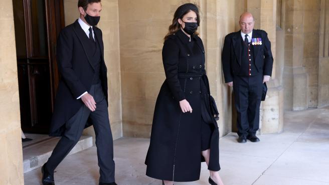 Jack Brooksbank y la princesa Eugenia, en el funeral del duque de Edimburgo.