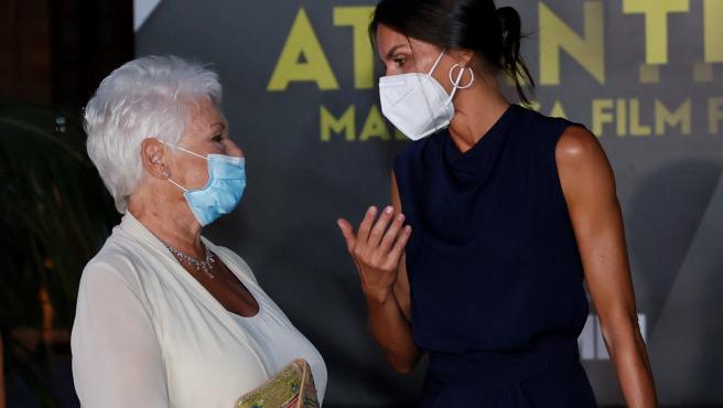 La reina entregó un premio a la actriz británica Judi Dench.