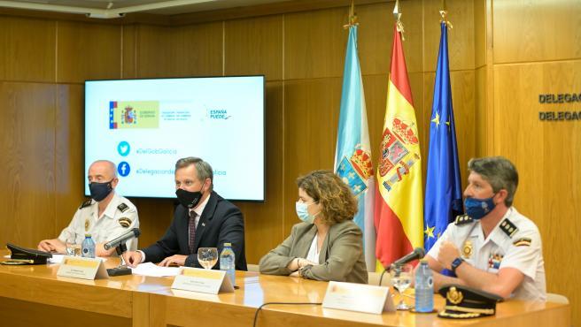 A Coruña El delegado del Goberno en Galicia, José Miñones (2i), comparece junto a la subdelegada en la Coruña, María Rivas (2d); el jefe superior de Policía de Galicia, José Luis Balseiro (i); y el comisario jefe