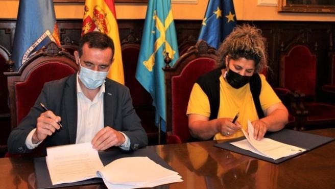 El Ayuntamiento firma con el Mercado El Fontán un acuerdo de colaboración sobre venta ambulante