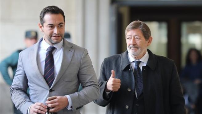 El exdirector general de Trabajo de la Junta Francisco Javier Guerrero llega a la Audiencia de Sevilla.