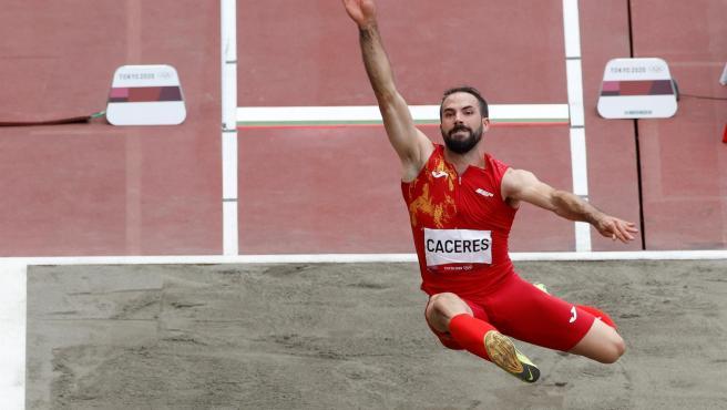Eusebio Cáceres, en la final de salto de longitud.