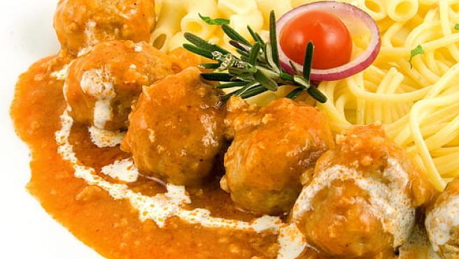 Albóndigas en salsa con patatas