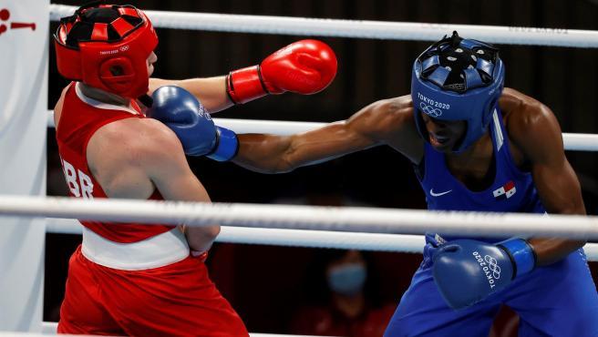 Combate de boxeo femenino durante los Juegos Olímpicos de Tokio.