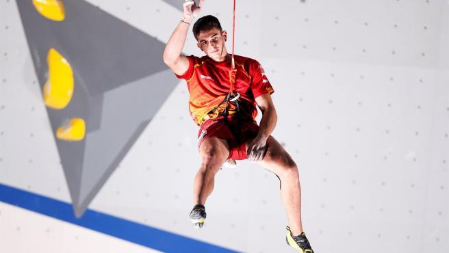 El español Alberto Ginés López durante la prueba de velocidad en escalada en los Juegos Olímpicos de Tokio.