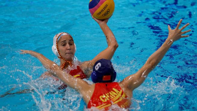 España vs China de waterpolo femenino en los Juegos de Tokio.