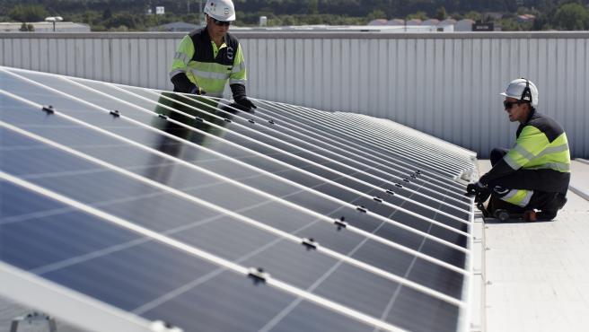 Llanera.  05/06/2020. EDP. Instalacion fotovoltaica en el Centro Logistico de Mas y Mas en Mercasturias.Foto: Daniel Mora.