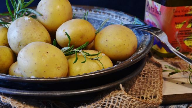 Podemos cocer patatas de manera tradicional, en olla exprés o en el microondas