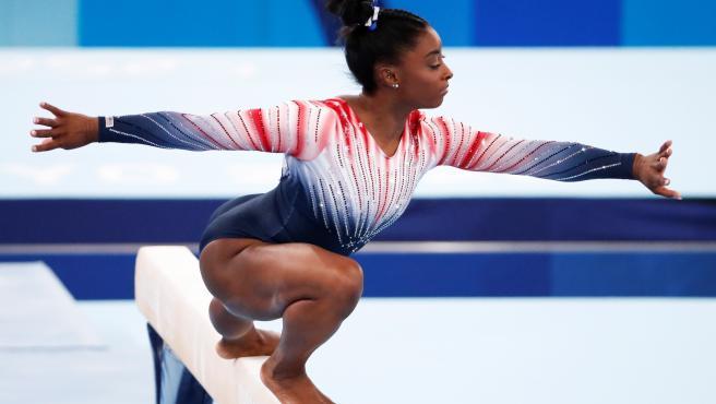 Simone Biles, durante su ejercicio en la final de barra de los Juegos Olímpicos de Tokio