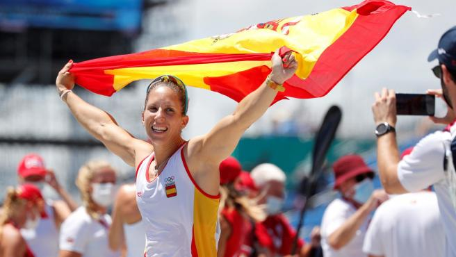 Teresa Portela celebra su medalla de plata en Tokio 2020.
