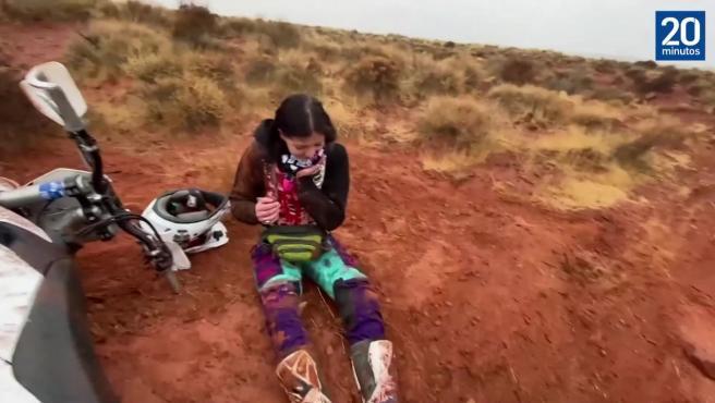Una motorista se rompe una pierna y la mandíbula durante una competición por el desierto