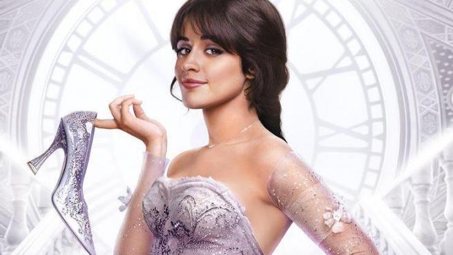 Camila Cabello en el póster de 'Cenicienta'.