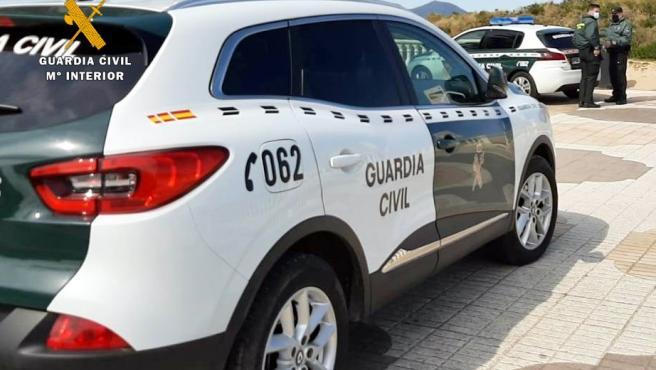 Dos Guardias Civiles heridos tras ser atacados por un vecino de Salas con un cuchillo