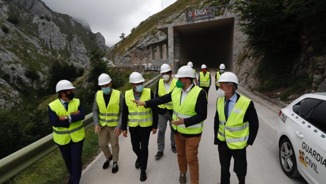 El Gobierno de Asturias finalizará este mes las viseras antialudes de la carretera de Sotres