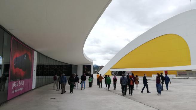 Más de mil personas acudieron en julio a las visitas guiadas del Centro Niemeyer