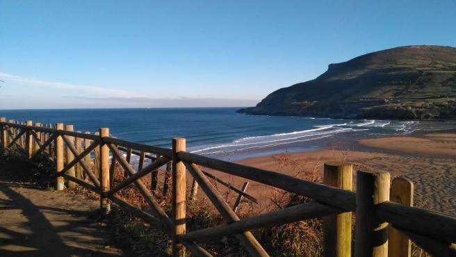 En Vizcaya podemos encontrar algunas de las playas más espectaculares y tranquilas del País Vasco.