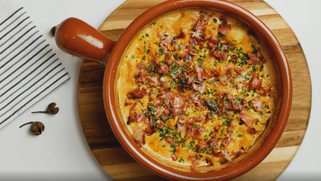 ¿Te interesa la alimentación 'keto'? Prueba esta receta a base de coliflor, mucho queso y delicioso bacon.