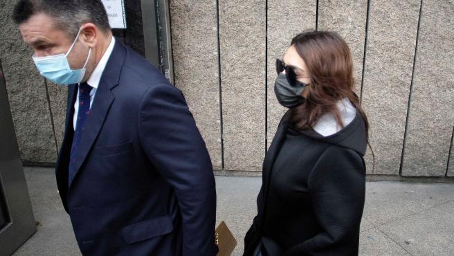 A Coruña Entrada a los Juzgados de A Coruña la joven acusada, así como las partes personadas en el caso, para asistir a una comparecencia en la que se les concretará la imputación, tal y como requiere el artículo 2