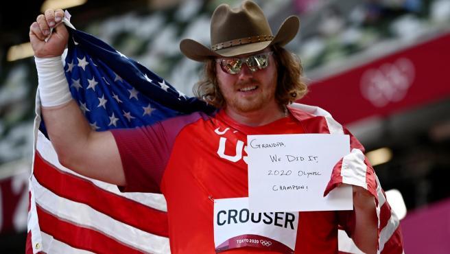 Ryan Crouser le dedica el oro a su abuelo.