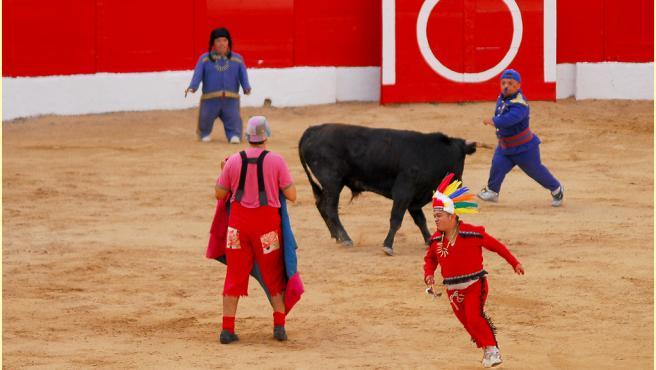 Un espectáculo del 'bombero torero' en Melilla en 2010.