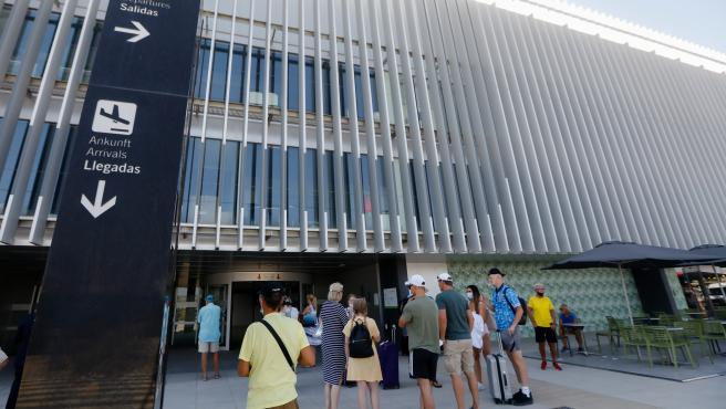 19-07-21 El Aeropuerto Internacional de la Región de Murcia (AIRM) alcanzó el mes de junio pasado el número de viajeros de vuelos nacionales --5.759, casi el 1 por ciento más-- del mismo mes de 2019 y aumentó casi u