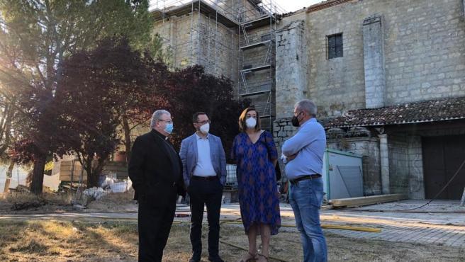 Controlado el incendio en el Monasterio de Arconada, en Ampudia (Palencia), que no ha afectado a la iglesia